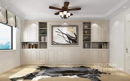 书房将书柜设计在一面,并通过定制得设计,让空间更为规整,白色板材立面的简欧元素,无疑让家更显质感。