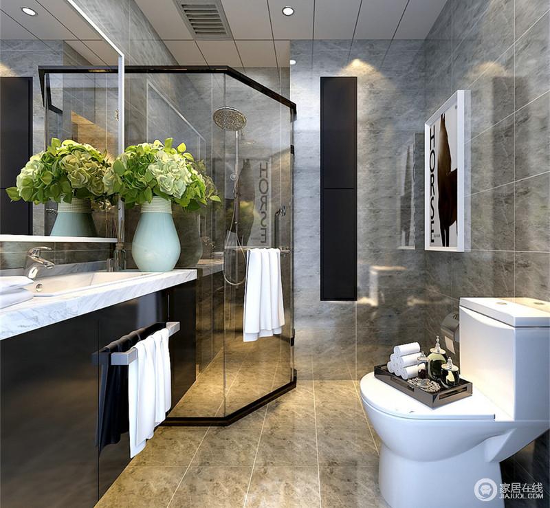 卫生间采用灰色的砖石墙地面,在硬朗的质感中打造沉稳简洁风;空间格局凹凸不规整,设计师利用拐角区域,通过弧形玻璃隔断,分离干湿,空间被合理使用;黑白分明的盥洗台,简洁爽利。