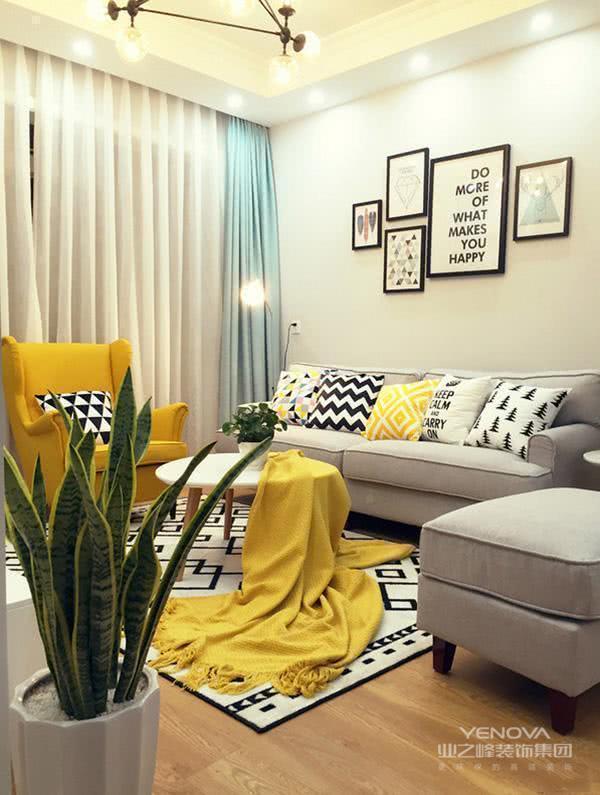 不仅玄关装得好,就连其他空间的装修也是很不错的,看他客厅色彩搭配多好看。