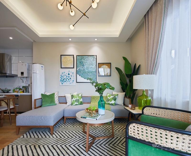 多采用大块的中性色彩形成一种宁静的感受。而且色调多接近自然原色。柔和的对比色彩给人以朴实自然。对于大房子,设计师喜欢选择深色配浅色饰品,加上炫彩窗帘和抱枕。而对于小房子,设计师更加喜欢浅色搭配炫彩软装饰品。当然东南亚风格的家居装修中,一般空间明亮。