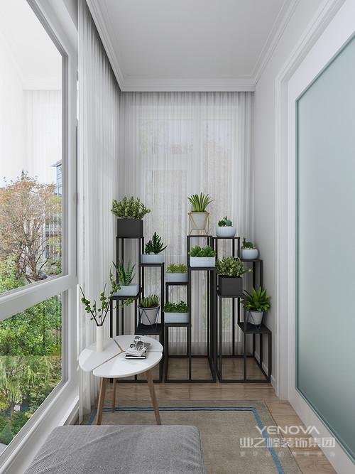 一张休闲椅、一本书让这个绿色空间充满了安逸舒适的气息; 高低错落的花架很好的利用空间,同时将空间绿植化,不仅美观大方而且让生活满是格调。