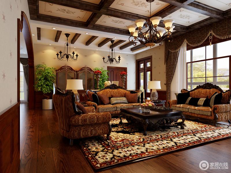 美式乡村风格的家具通常简洁爽朗,线条简单、体积粗犷,其选材也十分广泛。