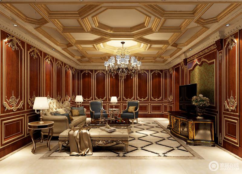 二层的起居室用红木墙板铺满整个空间墙面,墙板上金线刻意雕琢诠释,精致又具立体感;天花上同样布满金线勾勒的几何图形,与地板上的菱纹上下辉映;豪华贵气的空间中,沙发倒是显得简洁温馨,其中蓝色的座椅与靠包,为空间注入几分清新爽利。