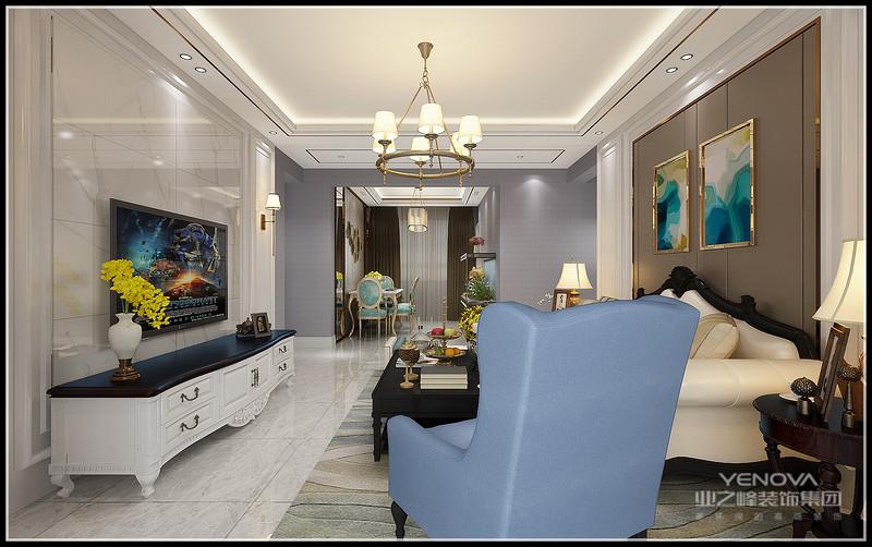 现代简约风格家具强调功能性,色彩对比强烈,线条简洁流畅,前卫时尚无拘无束。辅助材料用的大量钢材 玻璃、不锈钢、油漆玻璃等新材料的时尚感,在完美结合柔软的同时,给人以新的体验。