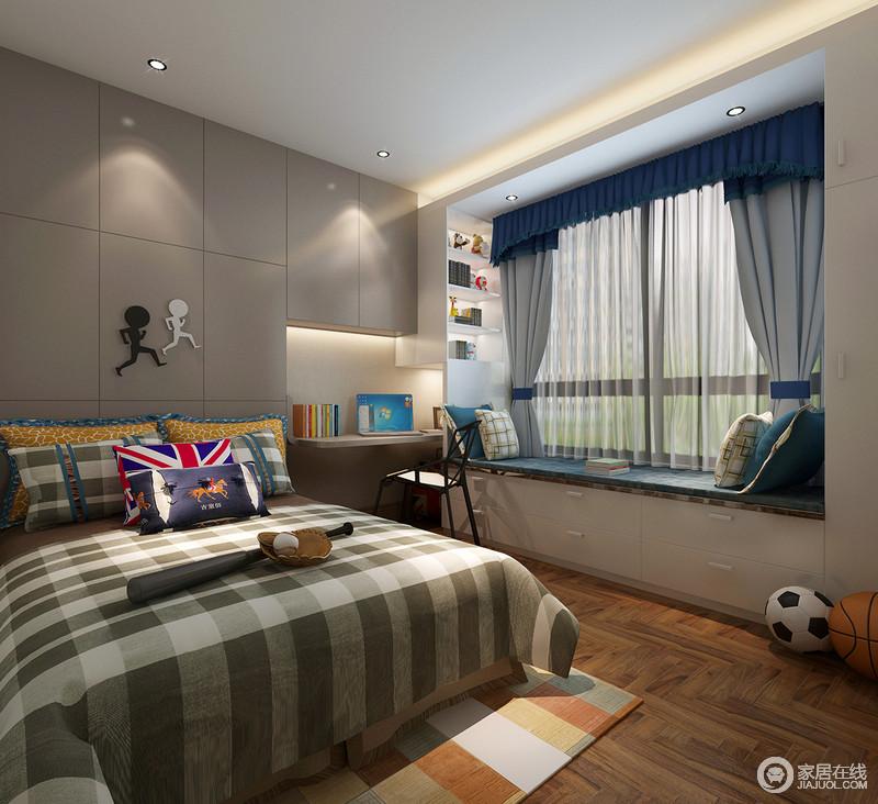 儿童房利用灰色窗帘和收纳柜奠定低调、宁静的氛围,而墨绿色方格床品增加了活泼感;原木地板有序的铺排演绎着自然艺术,与蓝色榻榻米徜徉着生活的自在和惬意。