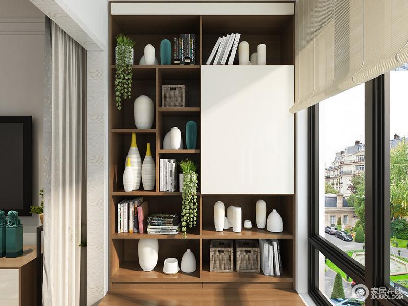 通体的收纳柜,可以合理的摆放喝茶所需物品,整齐划一,收纳空间充足,其门板所掩盖空间,可以存放茶叶等一些需要背光的物品。