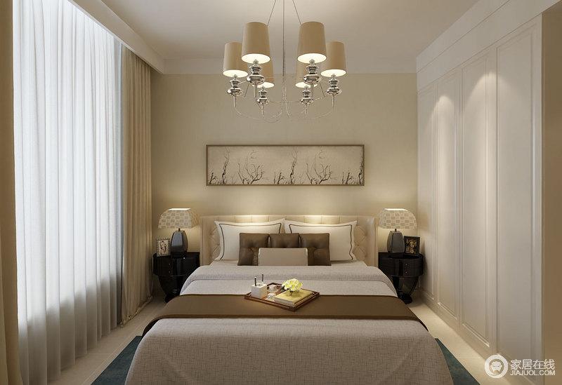 卧室线条简单,尽管简欧吊灯悬挂在室内,却并不突兀;白色衣柜与吊顶一气呵成,构成一个平整的立面,而黑色床头圆柜与方形台灯对称之中,藏着和谐,让空间愈显得体。