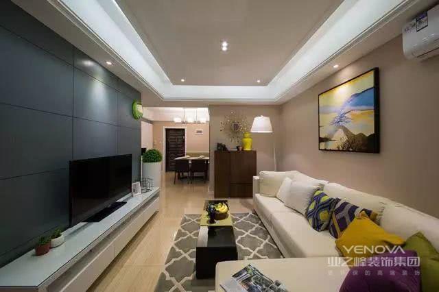 客厅是家人交流、接待客人的公共活动空间,客厅设计尤为重要。客厅不宜射灯太多;地板不应低档化;电线、水管不要贪图便宜;电源插头不要少;软装不应过多、避免空间冗余。总之,客厅装修一定要注重细节。