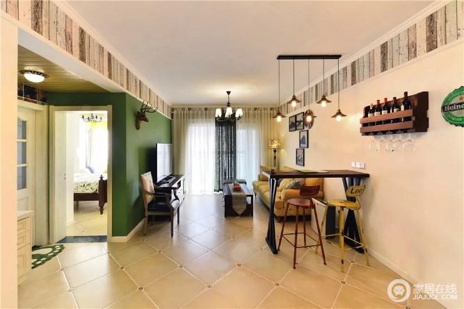 客厅开放式的结构让生活更为轻松、自在,绿色背景墙的清新与黄色沙发的明快、实木高脚凳的彩色组合出空间的动感,伞状地吊灯与美式吊灯带来设计上的变化,反衬出美式家具的考究,更富质感。