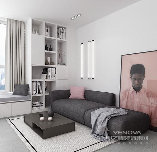 客厅设计都十分简单,线条上力求做到最简化,白色石膏墙上的管灯起到照明的作用,与定制飘窗处的书柜演绎几何之美,同时,也解决了日常生活的使用需求;黑色沙发配搭驼色地毯既具有层次,又让空间变得更为大气。