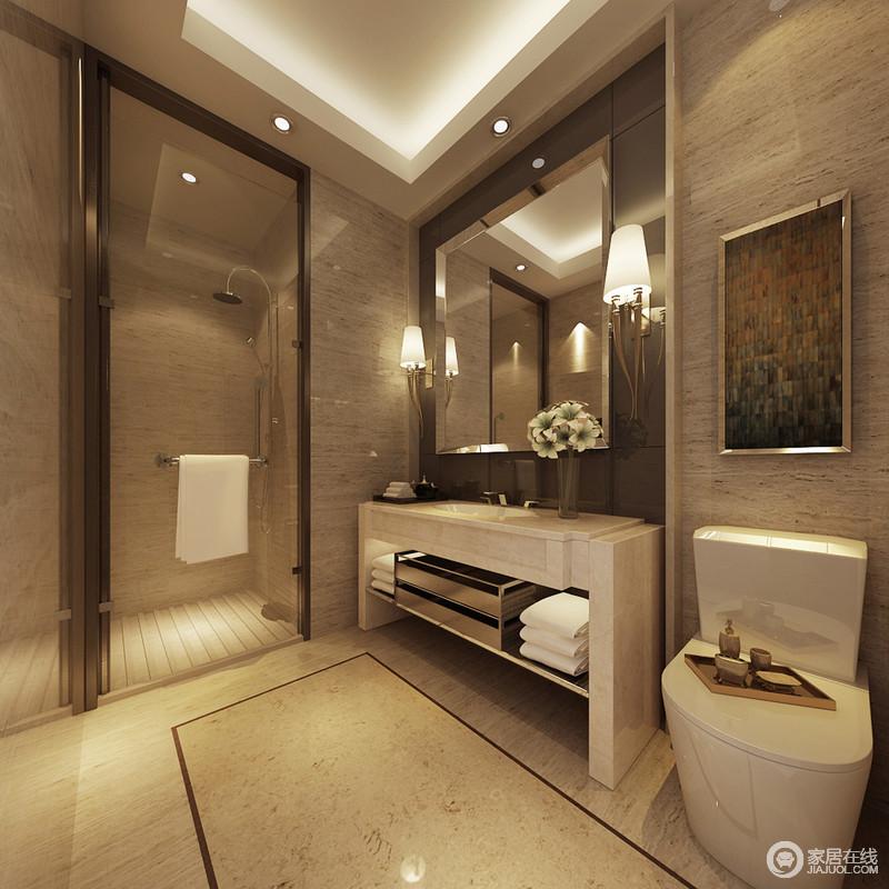 褐色的石材打造的墙体,搭配茶色金属材质,营造出轻奢内敛的简约利落质感;洁具则选择白色混搭,显得整洁清爽,玻璃与茶色金属隔开的淋浴房里,地面铺设条纹板用于防滑保护。
