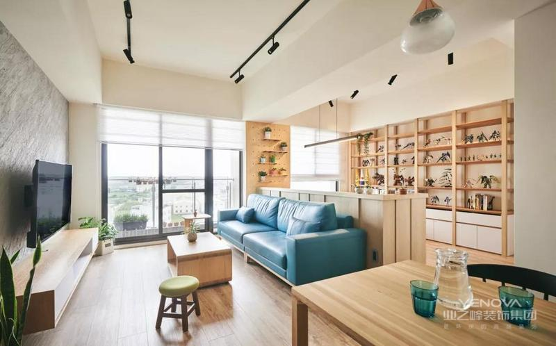 本案中地中海的颜色以蓝白为主色调,连续的拱形、栅栏式的窗户、实木为主的家具和低色调的棉织物为主加上地中海独特的软装饰品,给人感觉无比舒适。