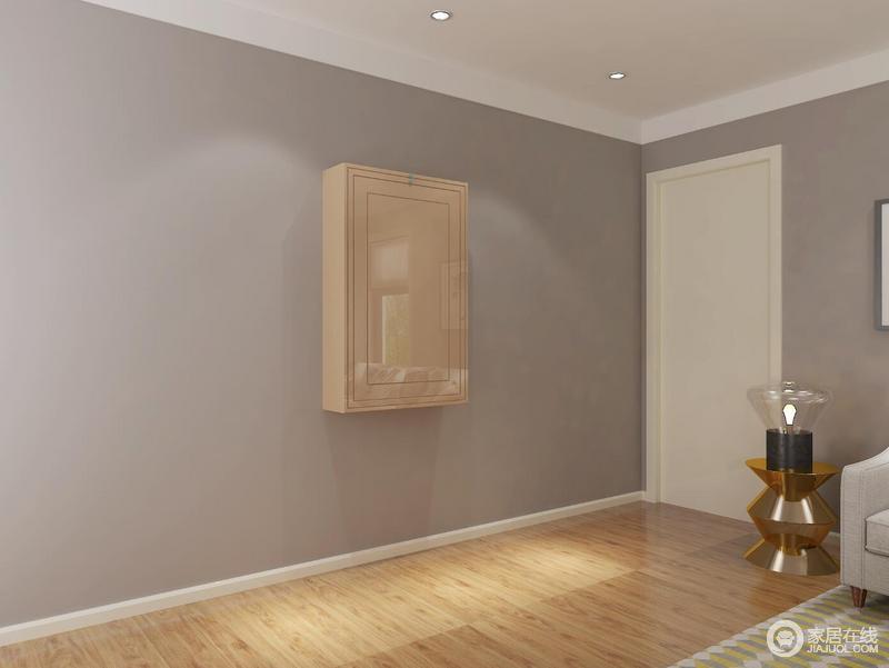 不用它时,就是个普普通通的收纳柜吊在墙上,既不占地面空间 也可以给灰色墙面起到装饰作用。