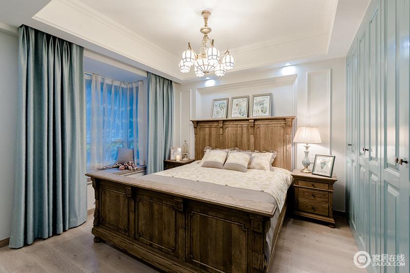 卧室以石膏来构建背景墙的几何大气,高床背的设计增加了空间的美式复古,并充当了边柜的作用,与简画组合出自然之美;实木家具的美式设计与质地,都令生活颇富格调,浅绿色的窗帘色调柔和,让飘雅意之中带着淡淡的温馨。
