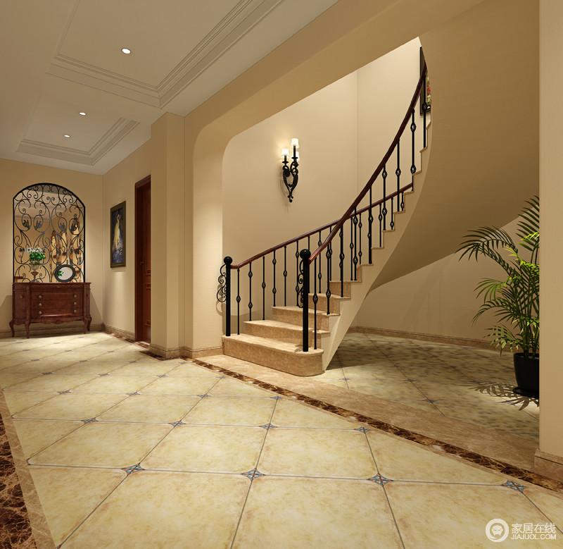 地下室的走廊凸显了空间结构美学,方拱门的门框因为曲线地楼梯带来一种宫堡的华贵和动感,铁艺壁灯点睛之外,更装饰出空间的美学;仿旧砖的青色与彩色的点缀,洋溢着田园的清和,拱形铁艺屏风嵌入墙体演绎工艺和花卉造型带来的田园风,实木边柜给予空间稳重,也增加了实用之能。