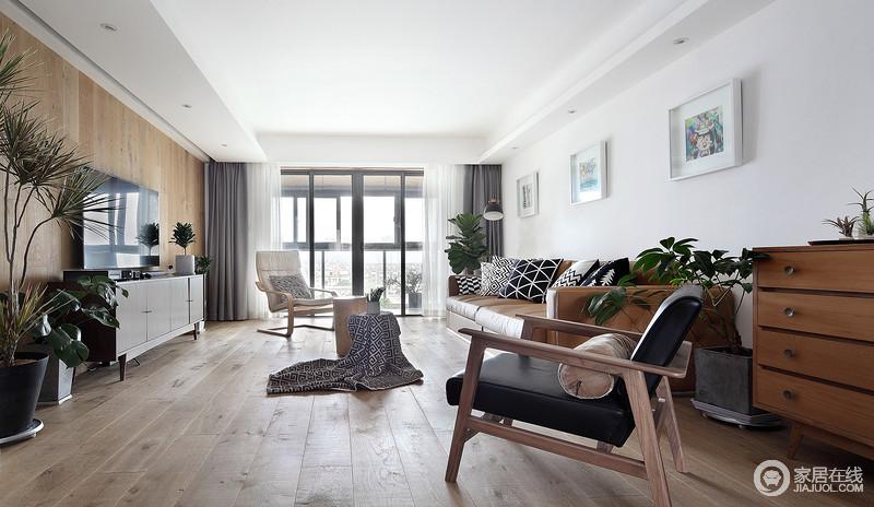 客厅以白色调为主,原木地板酿造出一种自然清和;皮质沙发与原木椅及茶几组合带着咖色的沉稳,与黑白几何靠垫,满足用户对北欧艺术的向往。