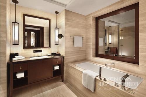 卫生间木质的储物柜可以很好的进行物品收纳,浴缸周围的的搭配选择了和地板一样的木材,让整个空间和谐的融合在了一起。