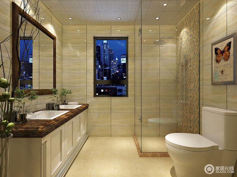 卫浴间淡黄色的砖石辉映出一个大气的设计,为了增加空间的利用率,设计师利用干湿分区来规划空间,没有多余的装饰,却让盥洗台和淋浴区足以够用,生活也尤为便捷。