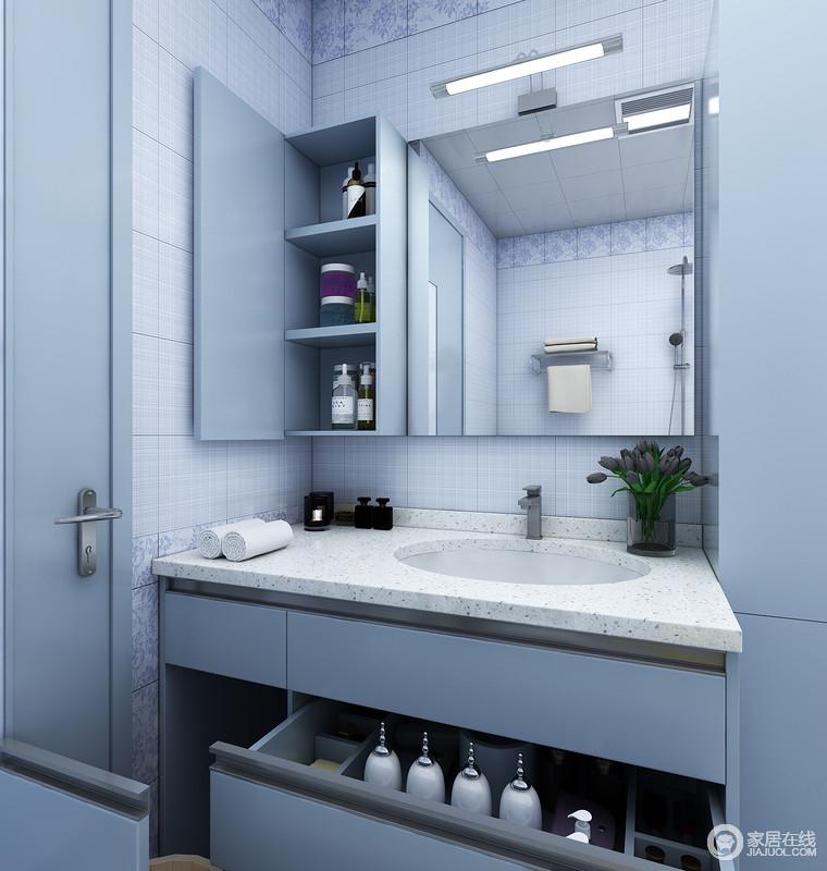 吊柜:开放格+镜柜这样既能保证整个卫浴空间的整洁大方,也方便洗浴。
