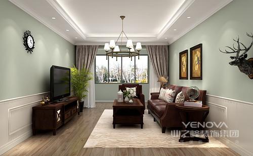 客厅吊顶的灯带划分出独立会客区,胡桃木纹理地板营造朴素感,配合皮质沙发和美式胡桃木家具奢华感脱颖而出;绿色漆和白色石膏墙拼接设计,渲染出清新,尽显美式庄园风情。