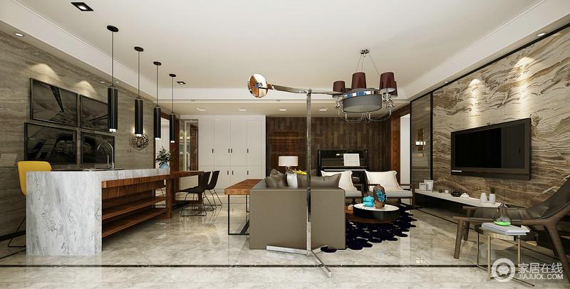 空间一体式设计更显自在,但是设计师巧妙地用动线分区,将餐厨空间与之区别;灰白色大理石高台和实木桌连为一体,并因黑色圆筒吊灯、镜面画显现代感,棕色和黄色餐椅点缀其间,尤显时尚。