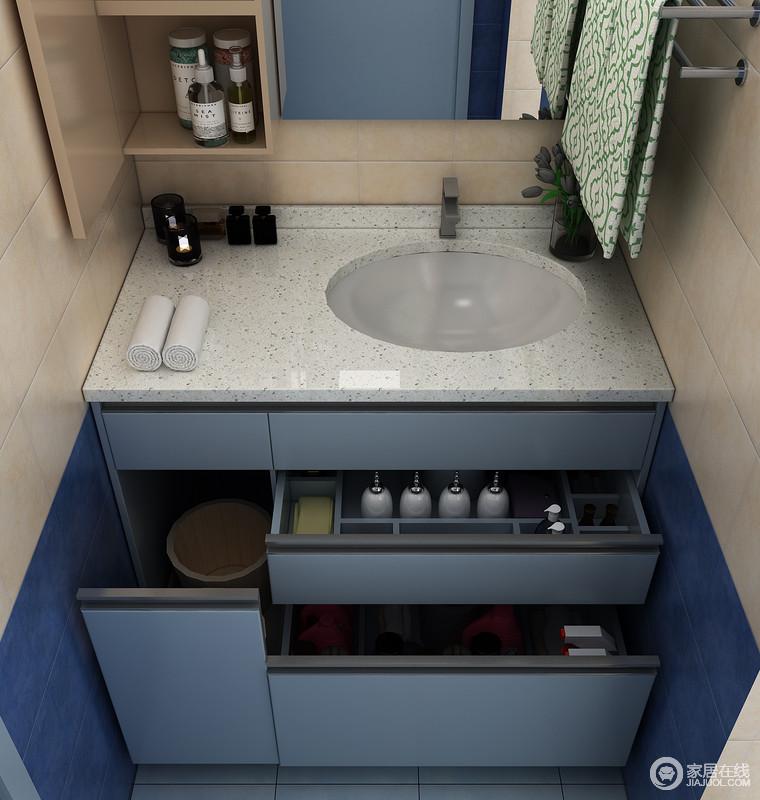 地柜:对开门设计,更便于浴室柜的收纳、防污、清洁、下水管道维护,一般可放置备用毛巾、成人纸尿裤、泡脚木盆等。