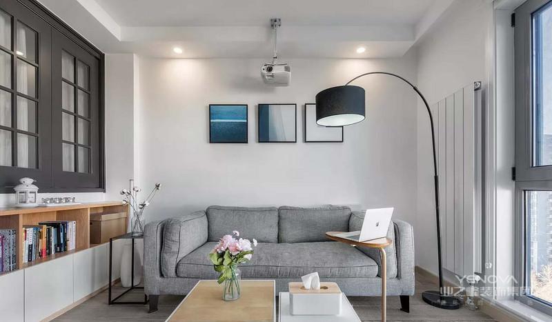 现代室内家具、灯具和陈列品的选型要服从整体空间的设计主题。家具应依据人体一定姿态下的肌肉、骨骼结构来选择、设计,从而调整人的体力损耗,减少肌肉的疲劳。灯光设计的发展方向主要有两大特点:一是根据功能细分为照明灯光、背景灯光和艺术灯光三类,不同居室灯光效果应为这三种类型的有机组合;二是灯光控制的智能化、模式化,也即控制方式由分开的开关发展为集中遥控,通过设定视听、会客、餐饮、学习、睡眠等组合灯光模式来选择最佳的效果。对于陈列品的设置上,应尽量突出个性和美感