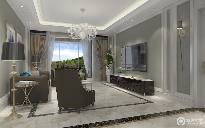 灰色的低雅沉静,在白色墙板线的装饰下,内敛温和中有着立体优雅感;空间搭配的家具,以灰褐及棕褐色的搭配,用色彩的渐深展现空间层次感;画作、靠包及窗帘则穿插相对活泼的色彩,调剂空间且增添柔婉之情。