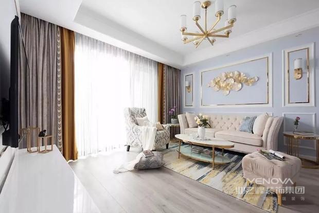 美式风格传承了欧式装修的精髓,优雅,大气,简化的装饰少了负累,却依旧保留高贵的一面,餐桌以及餐椅和华丽的灯池相应成趣,曲线条造型的背景图案,若若隐隐之间提醒您这是简化的美式风格,是简美元素的保留。本案凭借质朴的造型、细枝末节处的精雕细琢,使简欧的家居风格中处处透露着优雅、舒适、奢华。本案例的色彩在人的感觉和印象中扮演着重要的角色。对客观世界的感觉是通过视觉获得的,所以本案例成功将色彩与造型协调的合为整体统一的作品