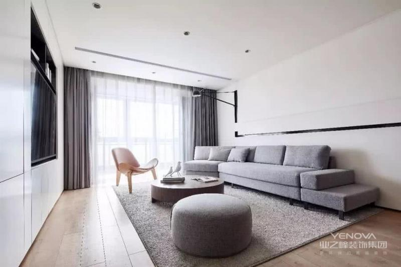 小户型住宅设计,不单独只是追求艺术与美,更需要的是空间利用,通风采光,色彩搭配,从而提升居住者的生活方式和改善他们的生活习惯,这才有了设计的意义,如果它的本质是跟风,那就会不可避免地走向平庸,也不会产生所谓的持久生命力。