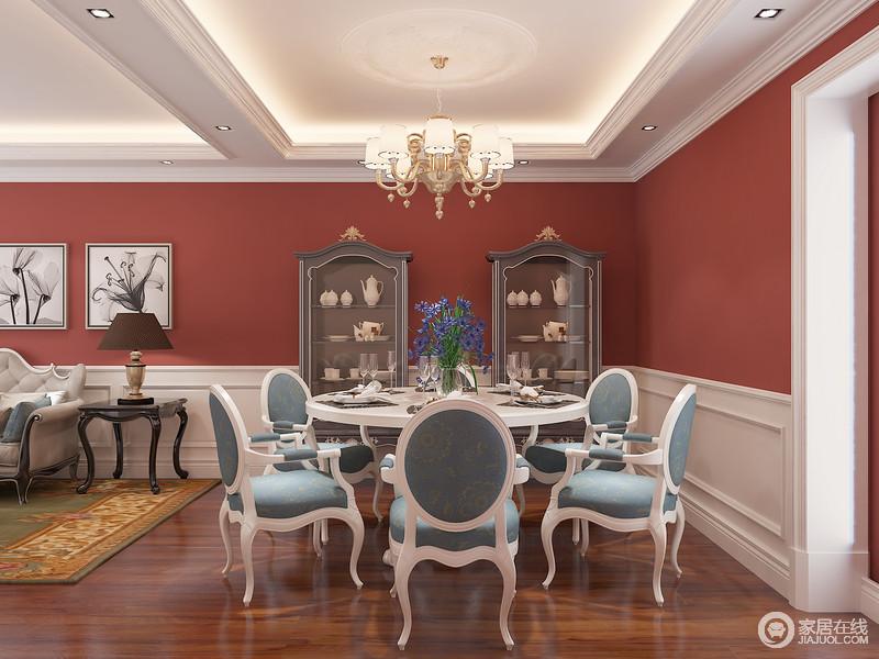 对于低频在家就餐的您来说,拥有大面积的客厅餐厅一体的空间是幸福的,餐厅未必要承担太多的储物功能,但是高贵典雅的餐厅气质是必须要有的。