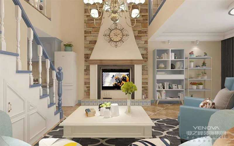 环境优美,为一三口之家为依据进行设计,突出温馨且不失时尚之感。以简洁明快的设计风格为主调,全面考虑,在总体布局方面,尽量满足三口之家生活上的需求,营造一个温馨,健康的现代家庭环境.环境室内设计区别于简单的装饰设计就在于环境艺术设计是从全局出发,而不仅仅着眼某一点或某一个墙面的装饰.利求达到统一中带有变化,和谐中产生对比的要求。  首先在功能方面,要充分满足业主的生活要求,客厅是交友娱乐中心,沙发墙采用高级壁纸饰面,既大方又有气派,形成一个具有特色的小品。设计要超前,本居室在餐具和次卧室均采用溢晶电视,安装