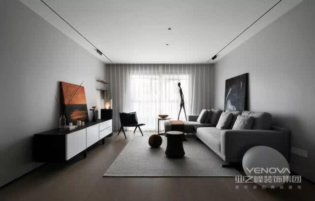 从入户到客厅空间上逐渐变大,再有客厅到主要的两个卧室,从大的空间到过道的窄小再进入卧室空间,每个功能区的开与合都是为了完成从一个功能区到另一个功能区更好的心理过度。