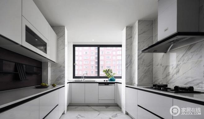 厨房采用隐形门设计,让视觉更为统一,纯粹的灰色地砖搭配白色橱柜,让空间在素静之中,彰显一种生活的收纳之美;利落的线条设计,张扬现代生活所具有的品质。