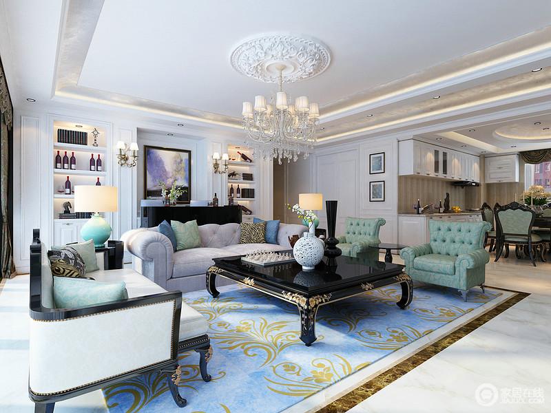 客厅以白色为基调,巧妙地以新古典实木铆钉沙发搭配花雕黑色茶几,对比中尽显复古华丽;美式新古典绿色扶手椅及灰色布艺沙发素中有青,调和出温馨,而蓝色花卉地毯让空间多了清幽,更显尊贵。