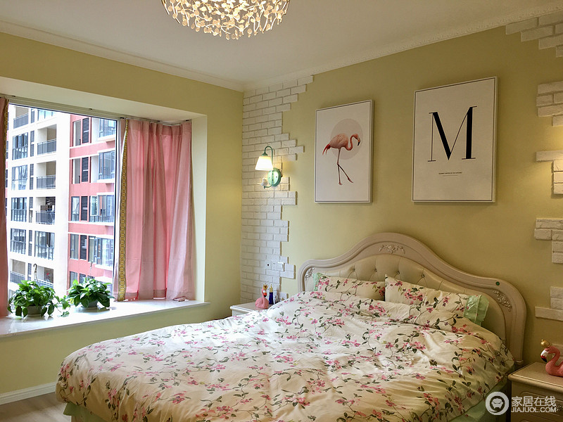 主卧不规则文化石背景墙的设计是一大特色,与客厅相呼应。