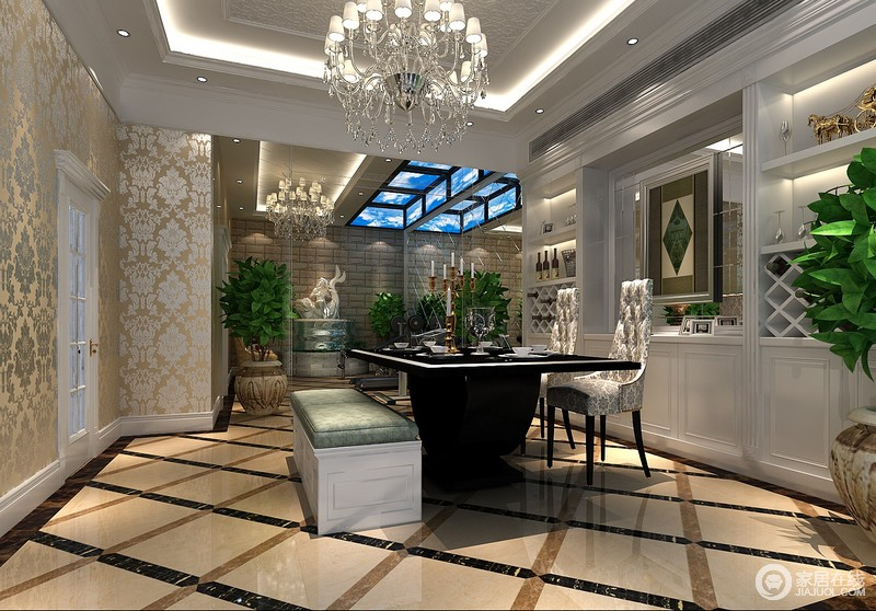 赋予古典美感的窗帘和地毯、造型古朴的吊灯使整个空间看起来赋予韵律感且大方典雅。
