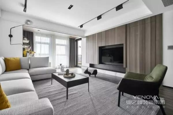 厅背景是干净素然的大白墙,沙发旁是太太钟爱的咖啡机,当你从繁复累赘的都市中转身,迎接你的是一个完全包容和简朴的栖息空间,从进门那一刻便收获一份豁然的心境。