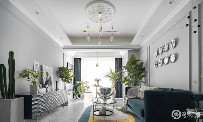 整个空间色彩以高级灰为基调,搭配复古的墨绿色,又混搭法式雕花灯盘、墙面线条,是内敛中对生活的升华;我们追求简约舒适、纯粹无杂的生活状态,也正是以浅灰色为基调,营造了安静素雅的氛围,同时,因为绿植的缘故,让整个空间多清新。