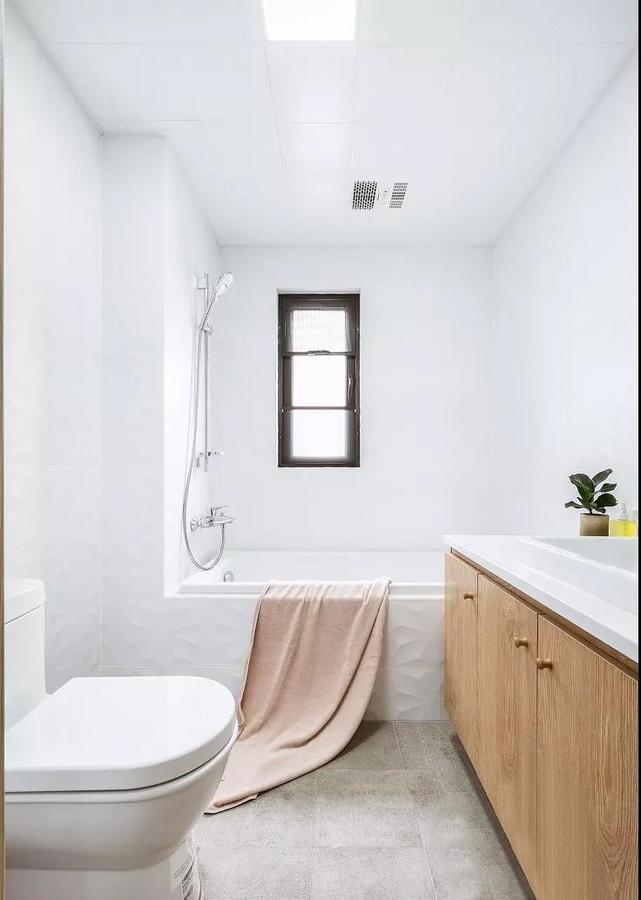 忙碌一天后,在精心设计的浴缸里泡个澡,是释放压力、驱除寒意的最好方式。