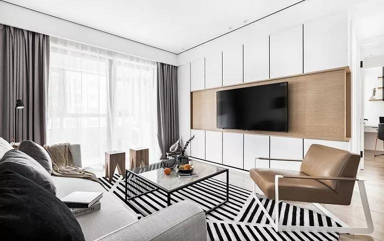 电视柜新颖的造型让人眼前一亮,白色上下收纳柜和原木色木质背板无缝对接,让亮白的空间多出一丝暖意。