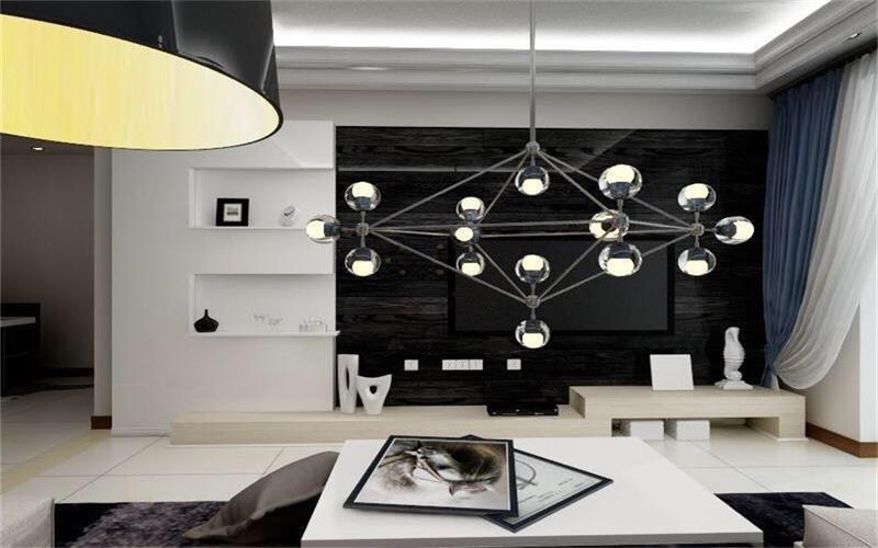 整体以黑白反差对比强烈为背景,独特的光泽使家具倍感时尚,具有舒适与美观并存的享受。在配饰上,延续了黑白灰的主色调,以简洁的造型、完美的细节,营造出时尚前卫的感觉。