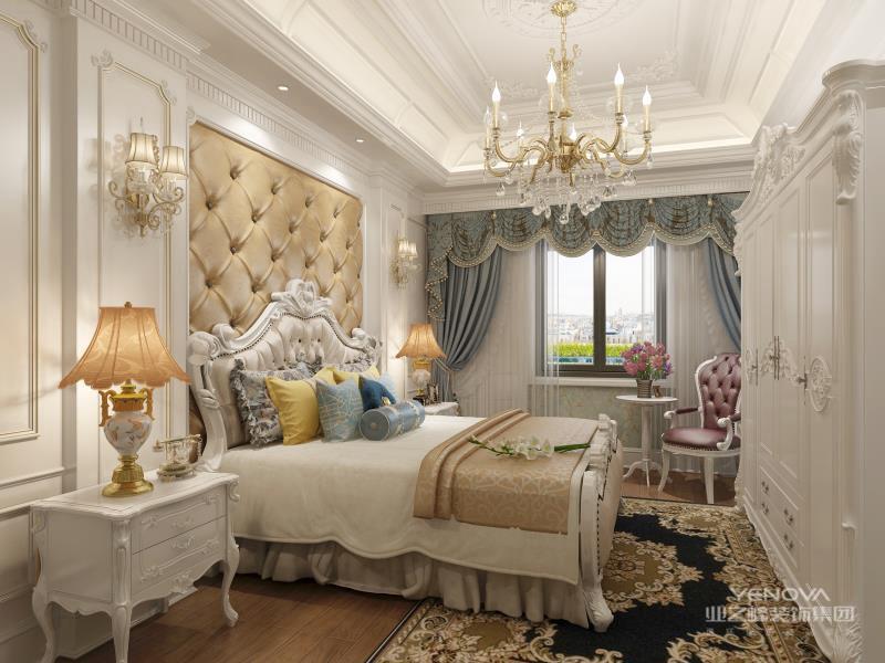 简欧风格卧室,即有欧式设计风格的一些元素,又充分利用了现代简约设计的某些优势。打破以往欧式深沉的色彩,大量使用的白色调,把欧式风格设计融入现代设计中浑然一体家居风格。白色调时尚温馨不突兀,卧室的白色墙面发出的是淡雅清新的现代简欧味道,时尚的米色调床上用品、窗帘与地毯的呼应,让整个卧室营造出时尚、高贵、轻松、愉悦的视觉感空间,营造出一个朴实之中的时尚简欧家居设计。