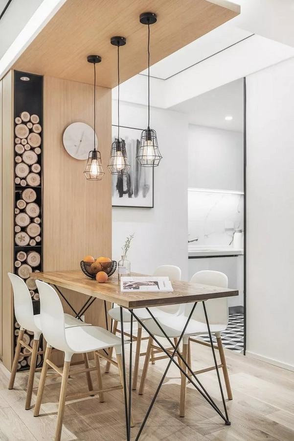 客厅同色调原木板装饰餐厅天花和墙面,与餐桌形成整齐的c字型。点缀轻盈有质感的特意吊灯,略带工业风。
