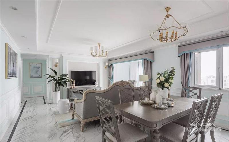 这是一套法式风格的装修案例,业主选用法式混搭的风格,将马卡龙色融入家中,把关于法式浪漫都搬回家。希望这套装修案例能给准备装修的大家带来一些灵感。