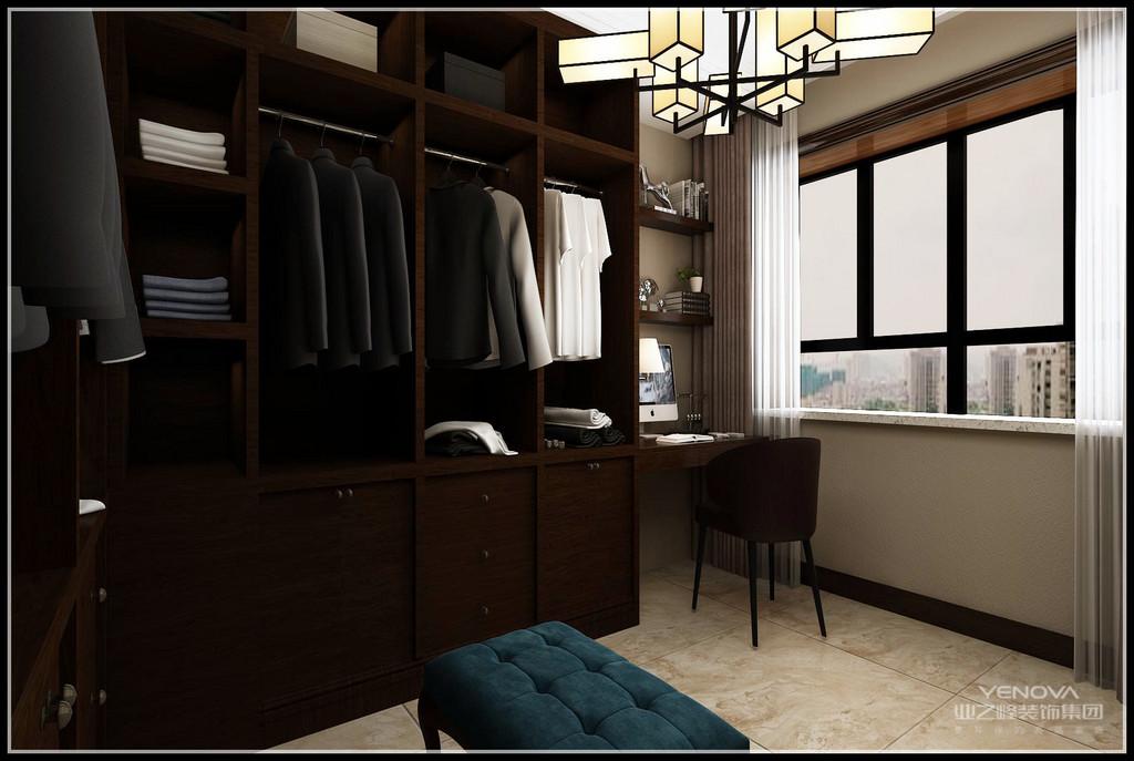 利用房间的一侧,做出一个衣帽间,用来整理女主人的服饰