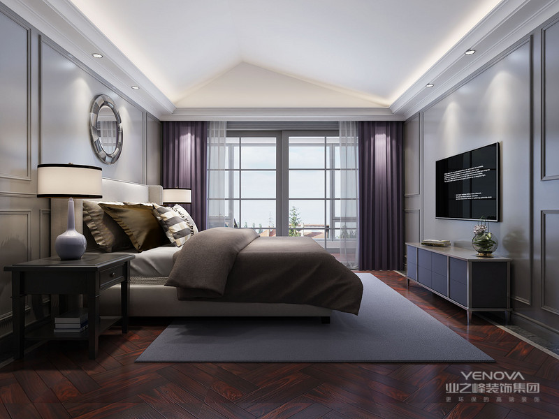 由于线条简单、装饰元素少,现代风格家具需要完美的软装配合,才能显示出美感。例如沙发需要靠垫、餐桌需要餐桌布、床需要窗帘和床单陪衬,软装到位是现代简约风格家具装饰的关键。一张沙发一个茶几一个电视柜,简单的线条,简单的组合,再加入超现实主义的无框画,金属灯罩、个性抱枕以及玻璃杯等简单的元素,就构成一个舒适简单的客厅空间。白橡木色为主的板式家具体现一个简单明快的主题,红色皮革的沙发,在色彩上达成一个鲜明的配置,空间顿生几许明艳。亲自在沙发上小坐,置身其中去体验,你会有种来到某个铁哥们家中一样的感觉,轻松自在。