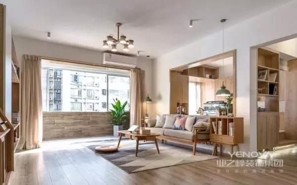 客厅,为满足屋主对于开阔视野的强烈要求,沙发背景墙做了窗洞的造型,连接客厅与书房,更加延续了整个空间的通透感。