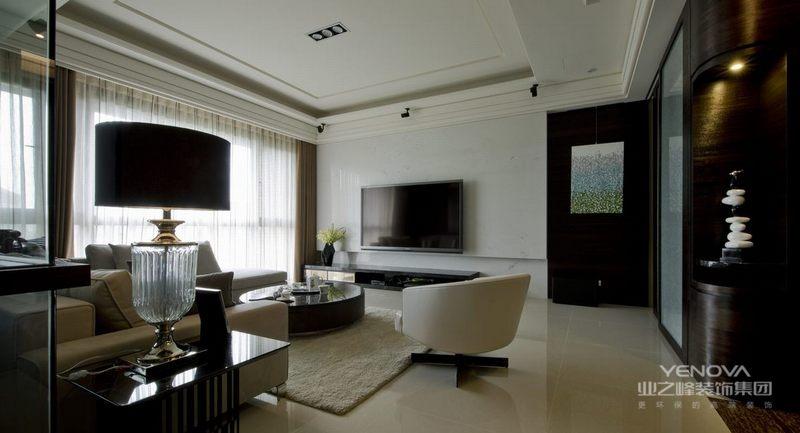 简约风格设计不仅仅只体现在装修上,而另一部分还体现在家具配饰的搭配,比如小的屋子就不要为了显得阔绰而购买体积比较大的物品,应该购买生活必须的东西,如果能不占面积,可以折叠,功能多样化那就再好不过了。