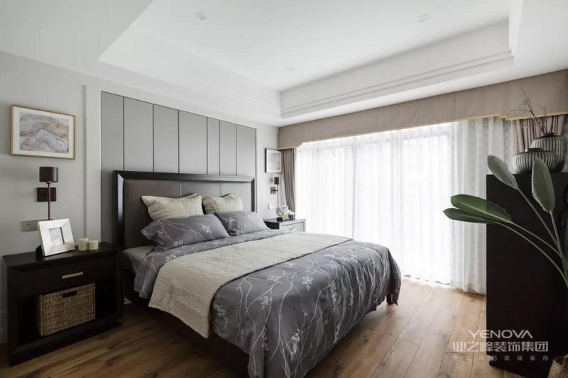 优雅中有一些留白,它可以随着生活而逐渐丰满。设计师希望在这硬调的水泥城市里,让屋主一家拥有一个清雅、泛着淡淡香气的空间。